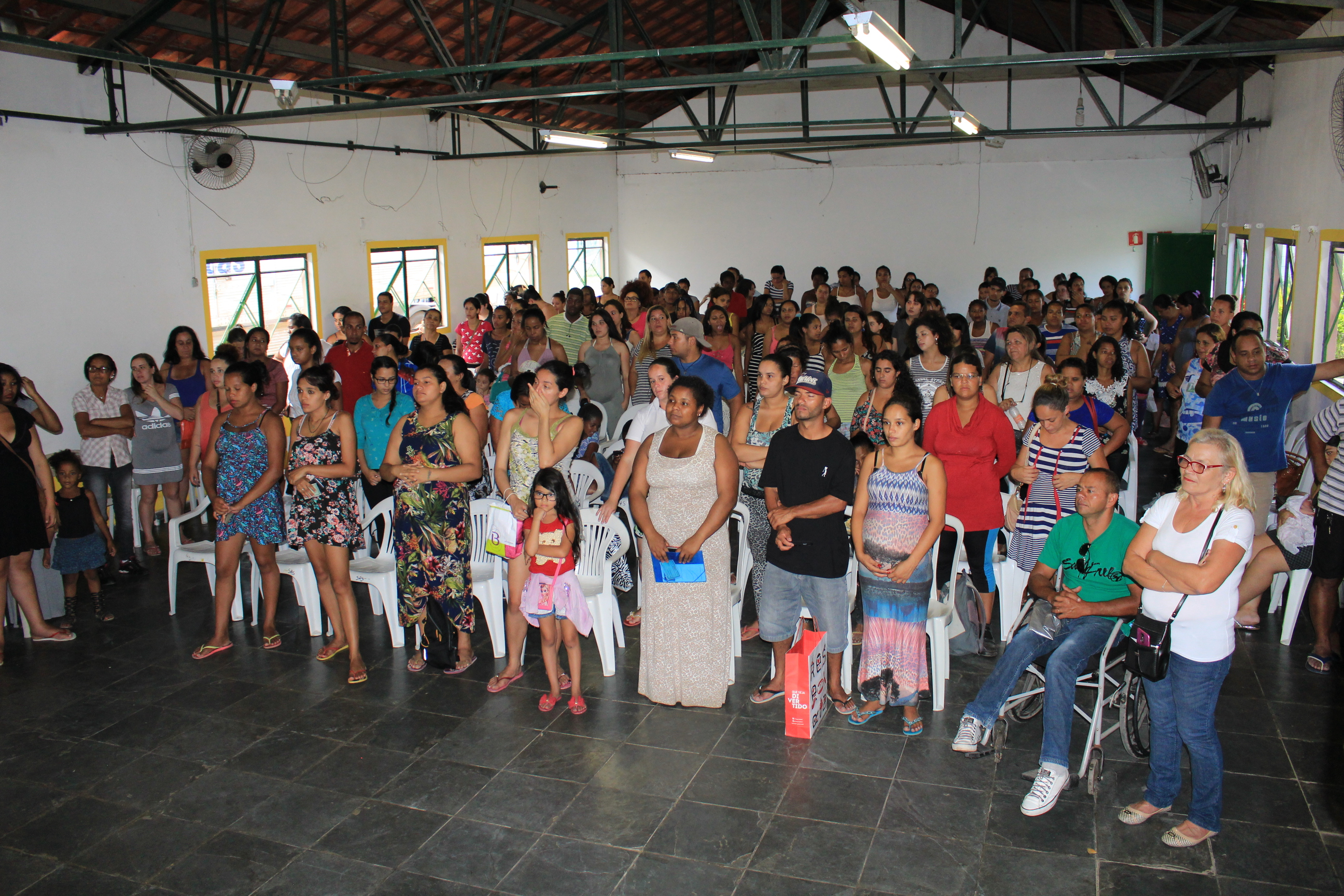 O Fundo Social de Solidariedade de Embu das Artes distribuiu na tarde de  14 12 26815fe88b